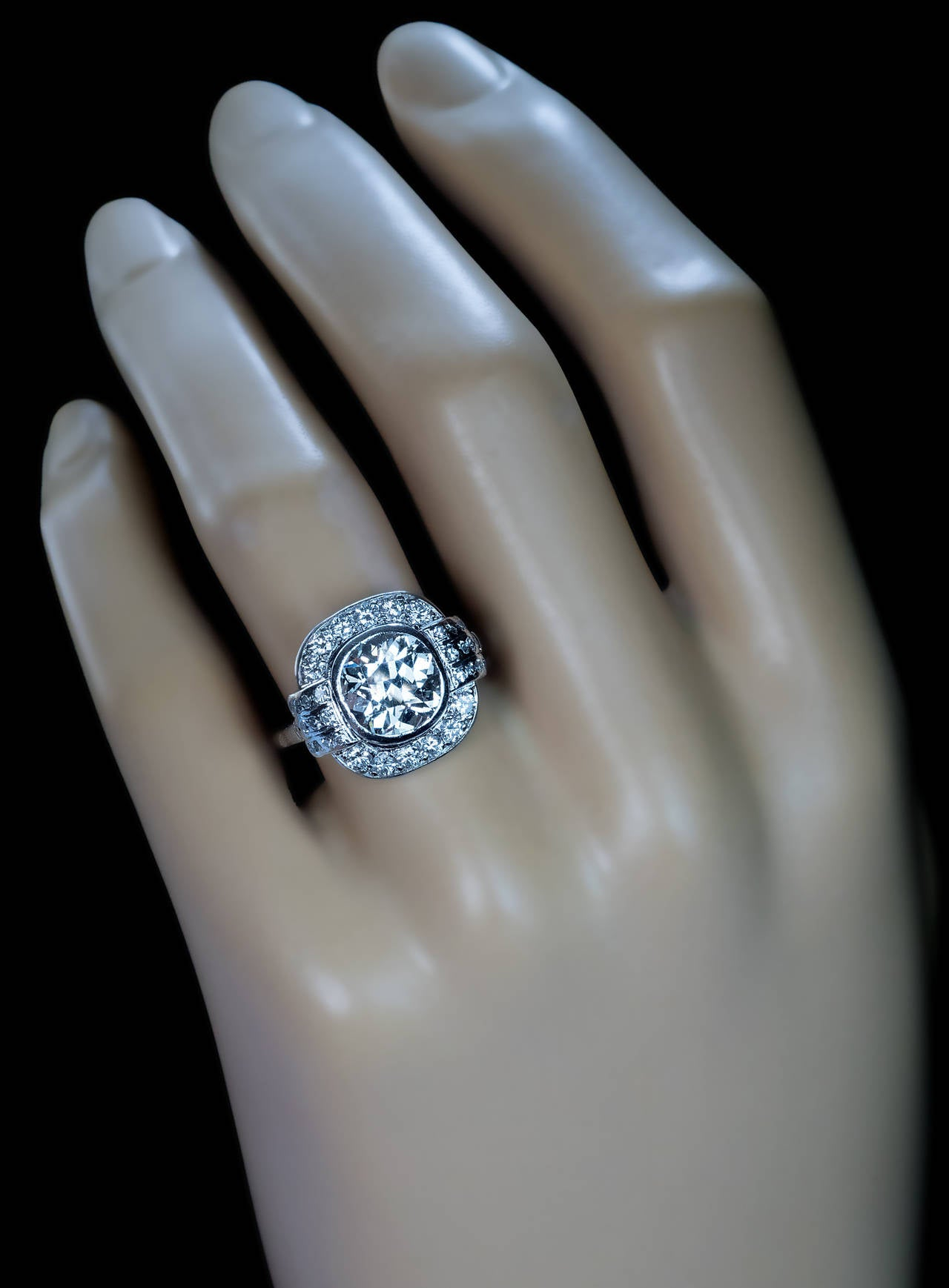 Art Deco 2.91 Carat Diamond Platinum Engagement Ring In Excellent Condition For Sale In Chicago, IL