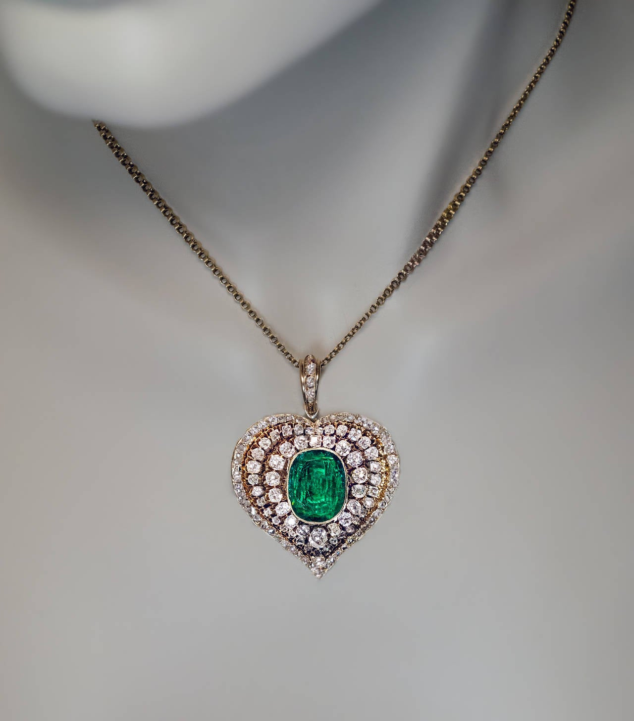 Women's Victorian Emerald Diamond Gold Heart Shaped Pendant For Sale