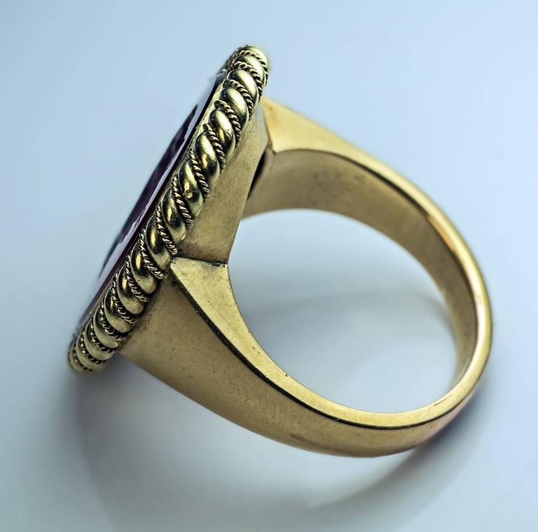 Napoleonic Era Antique Intaglio Gold Signet Ring In Excellent Condition For Sale In Chicago, IL