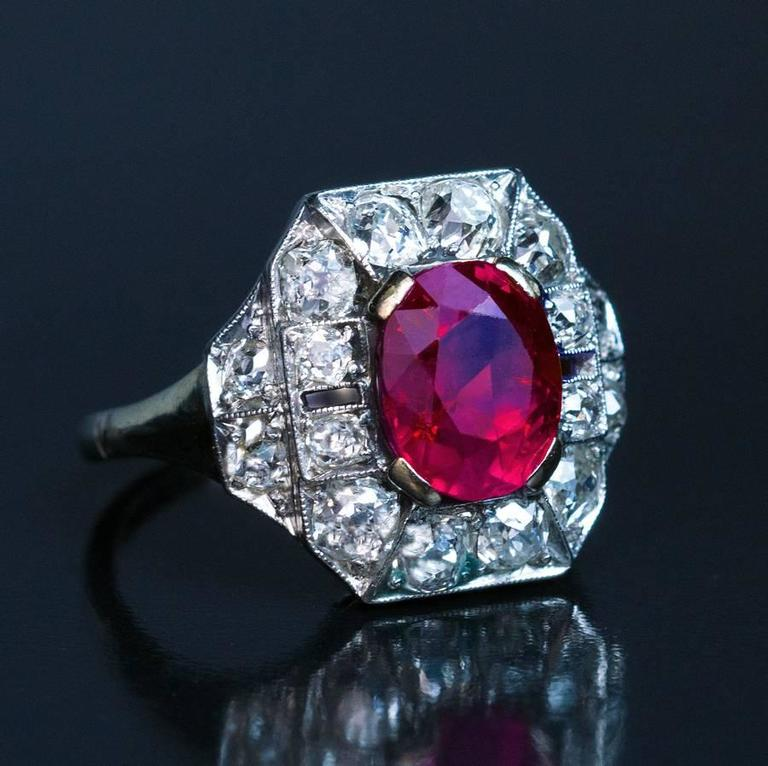 Women's Art Deco 2.60 Carat Burmese Ruby Diamond Gold Platinum Engagement Ring For Sale