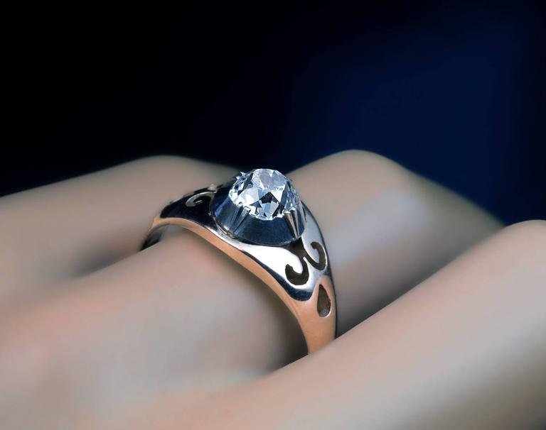 Antique Russian Cushion Cut Diamond Unisex Ring In Excellent Condition For Sale In Chicago, IL