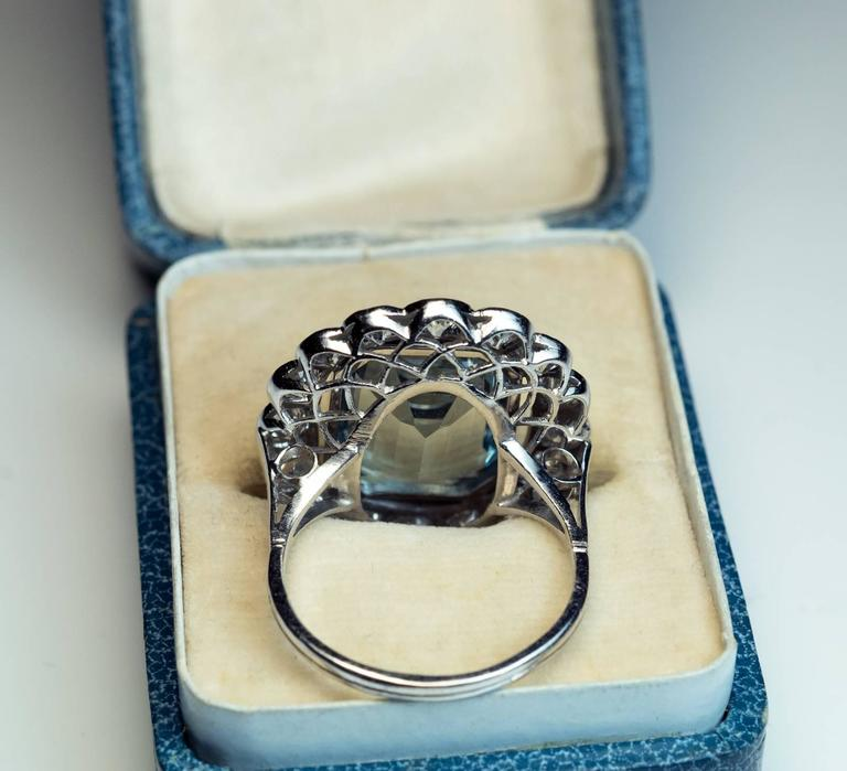 1920s Aquamarine Diamond Platinum Cluster Ring In Excellent Condition For Sale In Chicago, IL