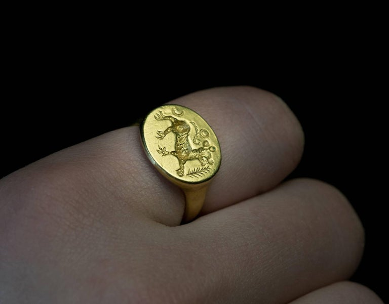 Ancient Roman Gold Signet Ring 2nd Century AD In Excellent Condition For Sale In Chicago, IL