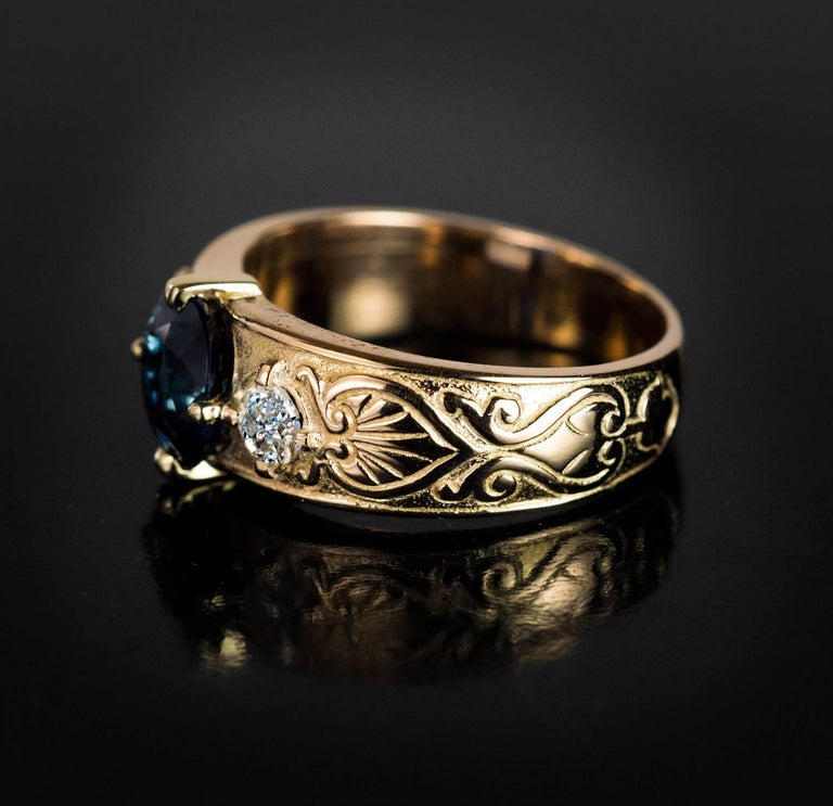 Antique Three-Stone Sapphire Diamond Gold Unisex Ring In Excellent Condition For Sale In Chicago, IL