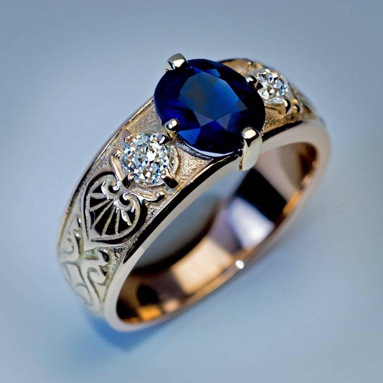 Antique Three-Stone Sapphire Diamond Gold Unisex Ring For Sale 1