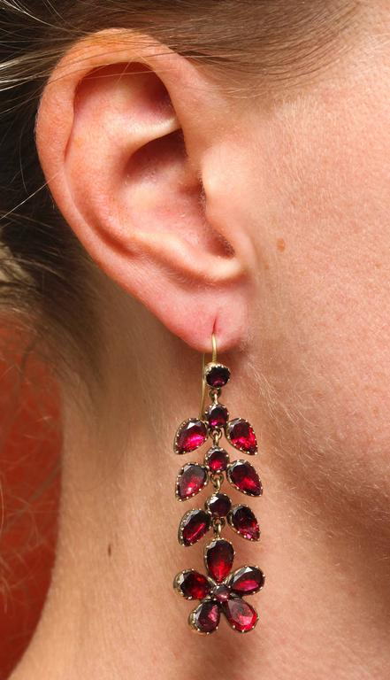 Georgian Garnet Chandelier Earrings Signify Affection In Excellent Condition For Sale In Hastings on Hudson, NY