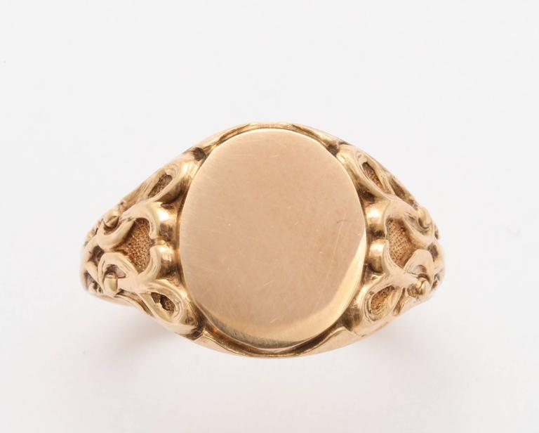 Elegant Edwardian Gold Signet Ring In Excellent Condition For Sale In Stamford, CT