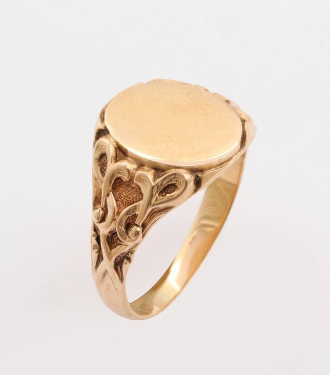 Elegant Edwardian Gold Signet Ring For Sale 2