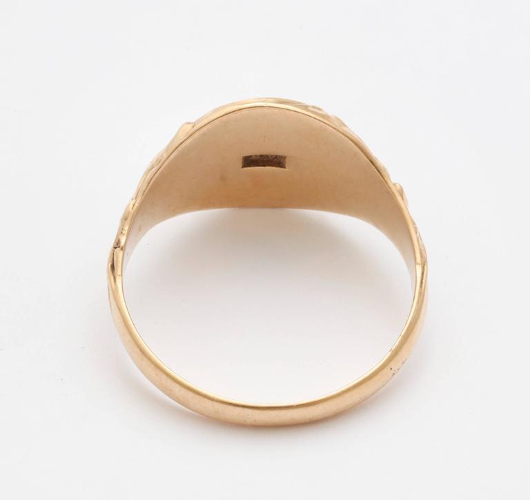Elegant Edwardian Gold Signet Ring For Sale 1