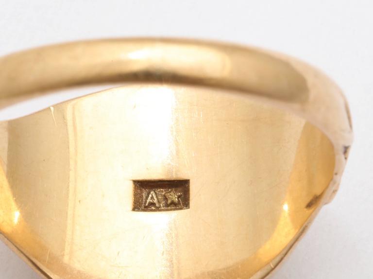 Women's or Men's Elegant Edwardian Gold Signet Ring For Sale