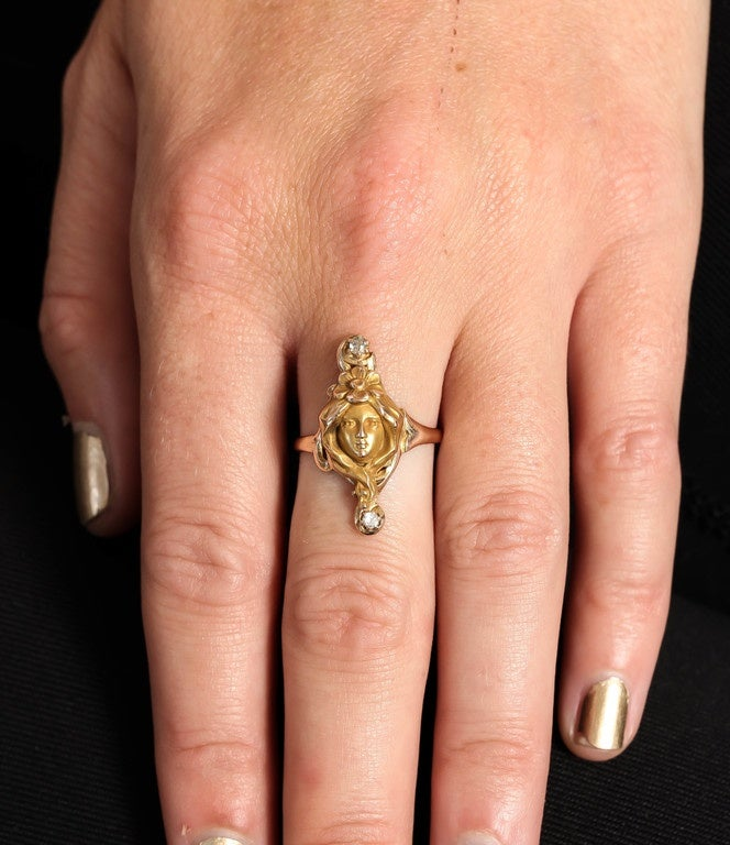 Perfect Art Nouveau Woman, a Gold Ring with Diamonds 8