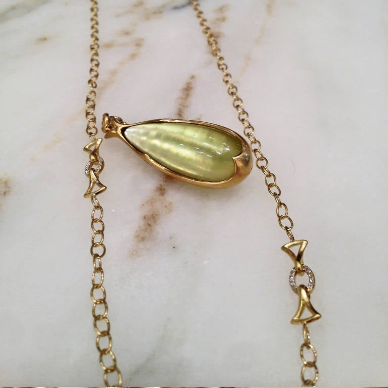Extraordinary Iridescent Lemon Quartz Mother-of-Pearl Diamond Gold Necklace For Sale 3