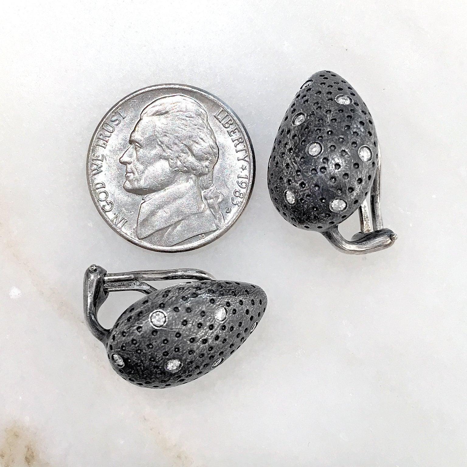 Pedro Boregaard White Diamond Embedded Oxidized Silver Clip Stud