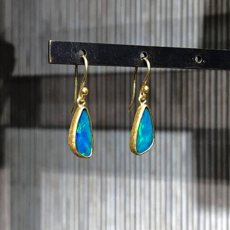Petra Class Blue Green Australian Opal Gold Doublet Handmade Dangle Drop Earring In New Condition For Sale In Dallas, TX