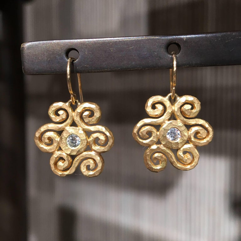 Scroll Crush Earrings handcrafted by jewelry artist Pamela Froman in hand-hammered and matte-finished 18k yellow gold featuring two round brilliant-cut white diamonds totaling 0.16 carats.