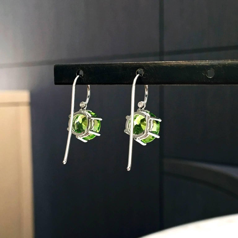 Erich Zimmermann Germany Matched Green Peridot Gold Handmade Princess Earrings In New Condition For Sale In Dallas, TX