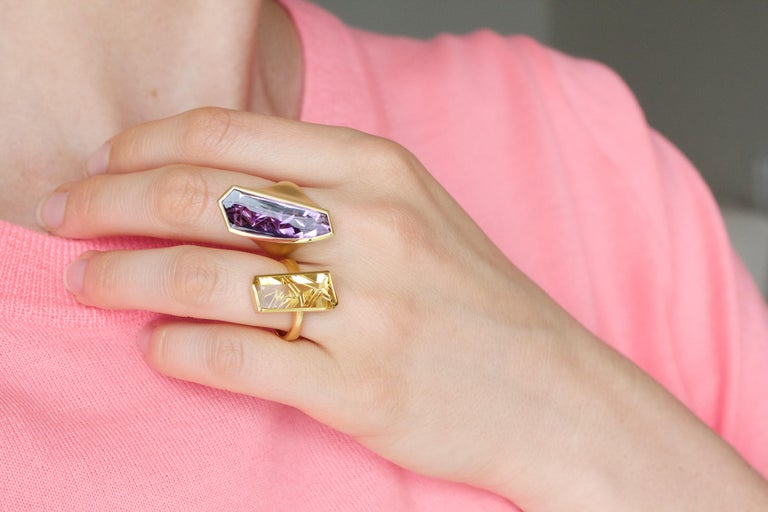 Contemporary Atelier Munsteiner One of a Kind Fancy Cut Purple Amethyst Vertical Curve Ring For Sale