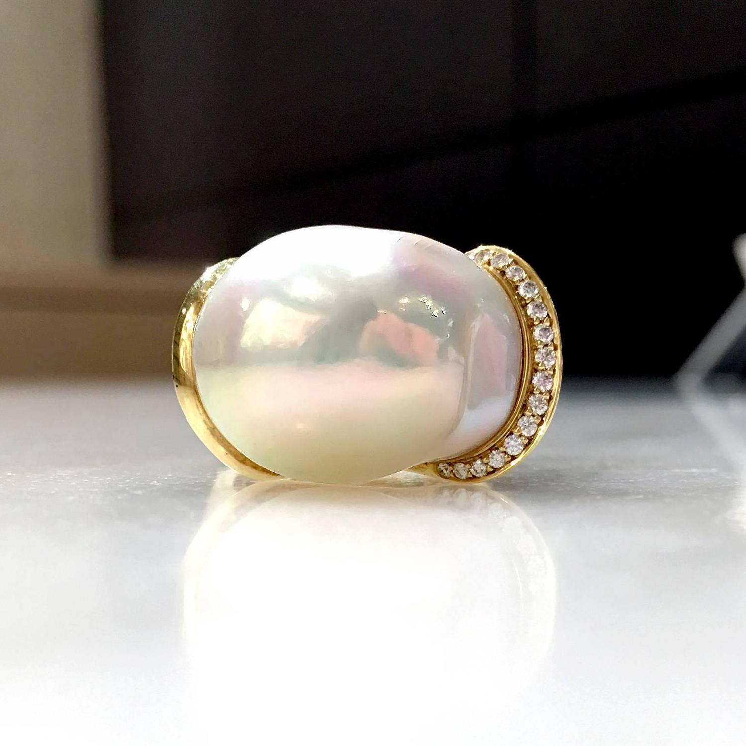 Susan Sadler e of a Kind Freshwater Pearl White Diamond Curve Gold Ring For