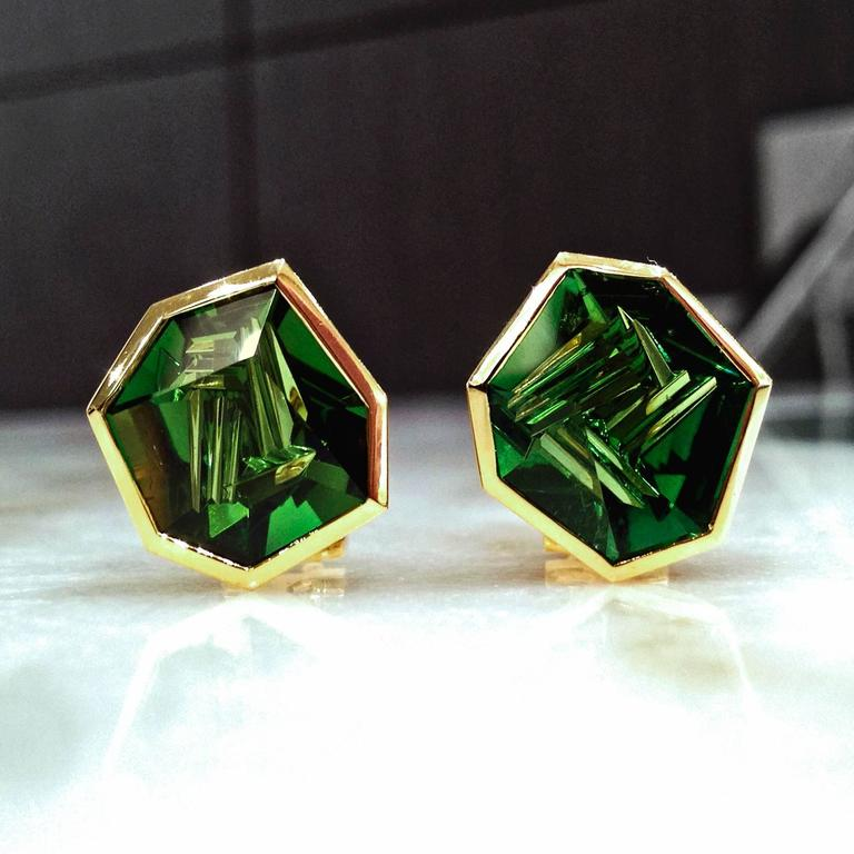 Atelier Munsteiner One of a Kind Faceted Green Tourmaline Gold Shuriken Earring 2