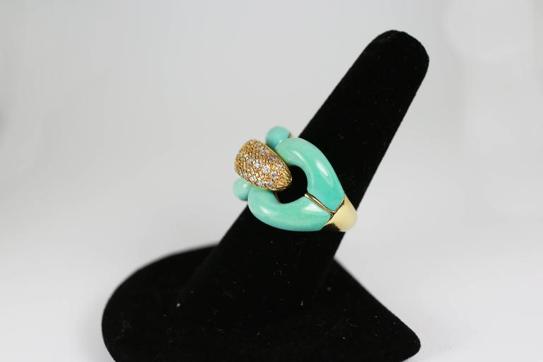 18K gold chain link ring inlaid with beautiful turquoise and white diamonds.