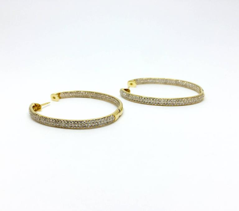 Pave all-around Diamond Hoop Earrings In Excellent Condition For Sale In Ottawa, Ontario
