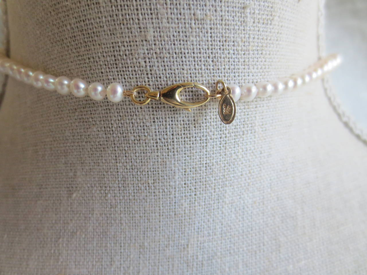 Graduated Pearl Bridal Necklace In As New Condition For Sale In Beverly Hills, CA