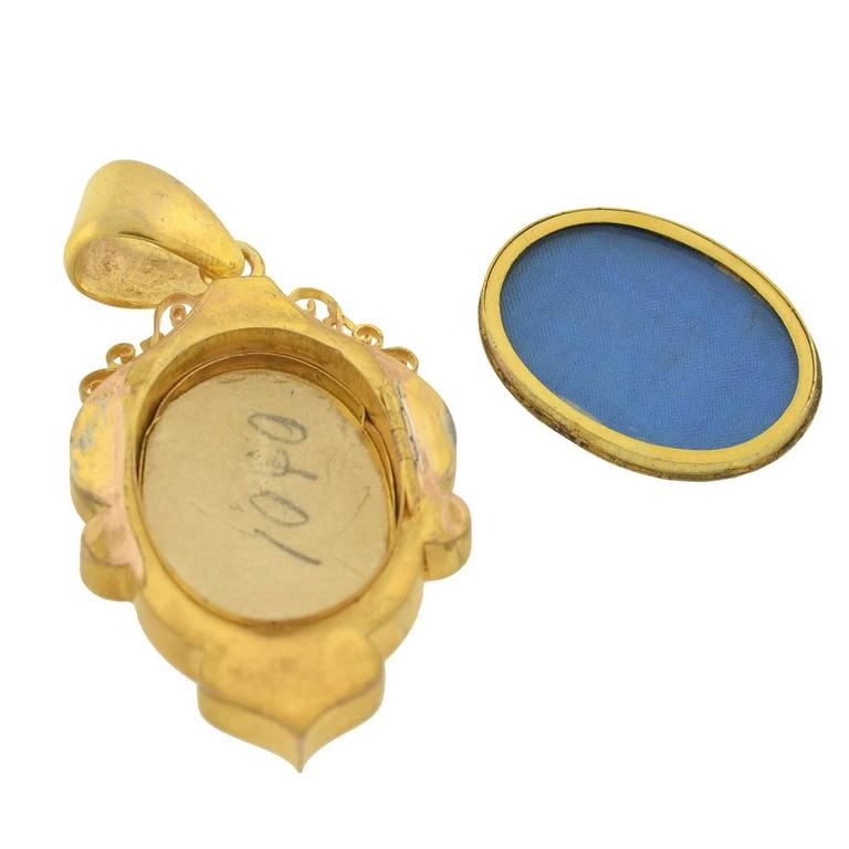 Victorian Old Rose Cut Diamond Mixed Metals Locket For Sale 1