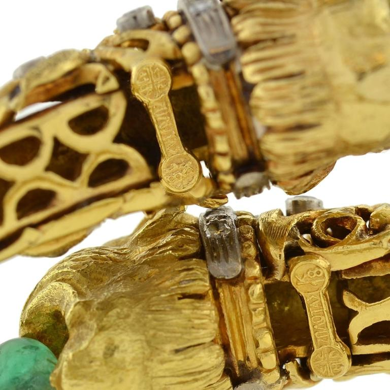 1960s Zolotas Emerald Diamond Gold Lion Bracelet For Sale 3