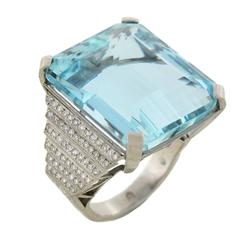 Contemporary 32.5 Carat Aquamarine Diamond Platinum Ring