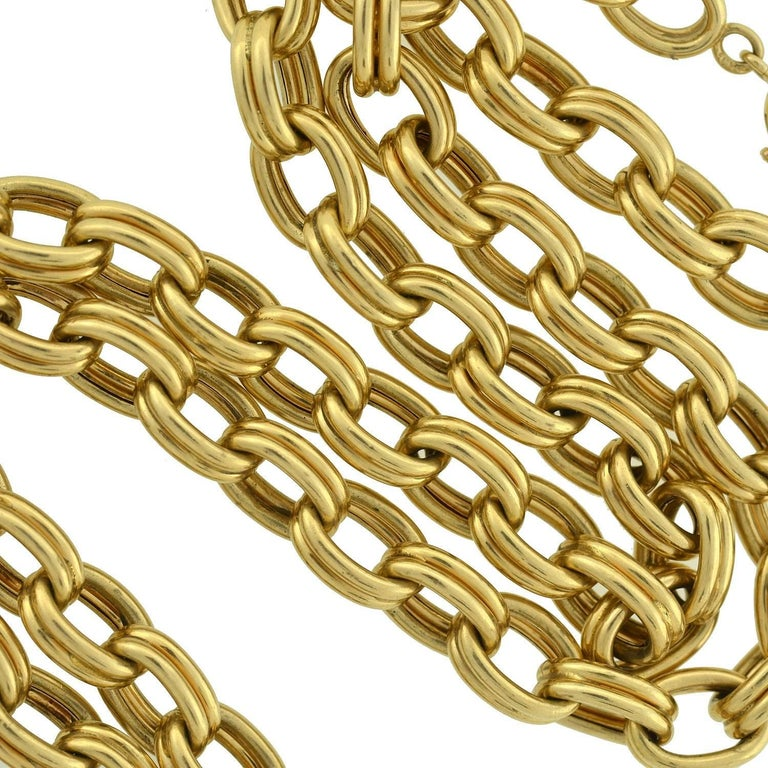A fabulous vintage Krementz gold link chain from the 1950's! Made of vibrant 14kt yellow gold, the piece is comprised of large interlocking oval-shaped links, which connect to one another to form an attractive necklace. Each link is formed by two
