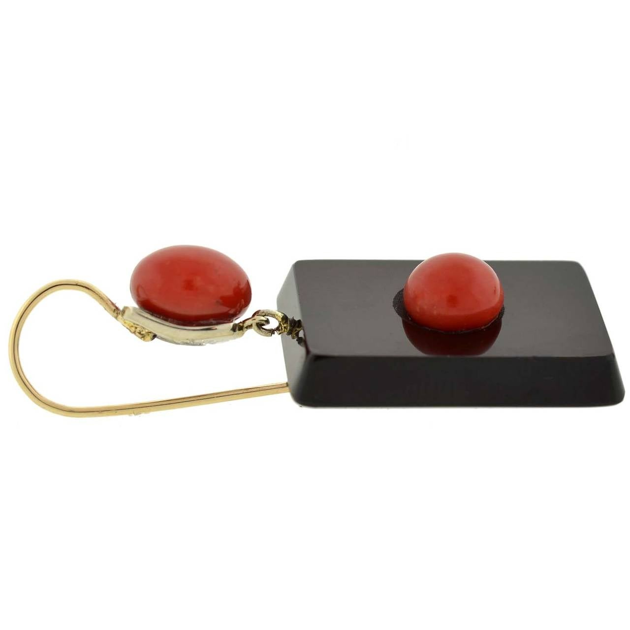 Art Deco Natural Coral & Agate Earrings For Sale 1