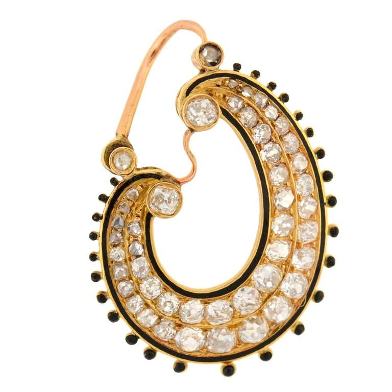 An absolutely fantastic pair of earrings from the Victorian (ca1880) era! Made of 15kt yellow gold, the earrings have an unusual crescent-like paisley design, consisting of an open oval with a swooping cutout center. Each earring features two rows