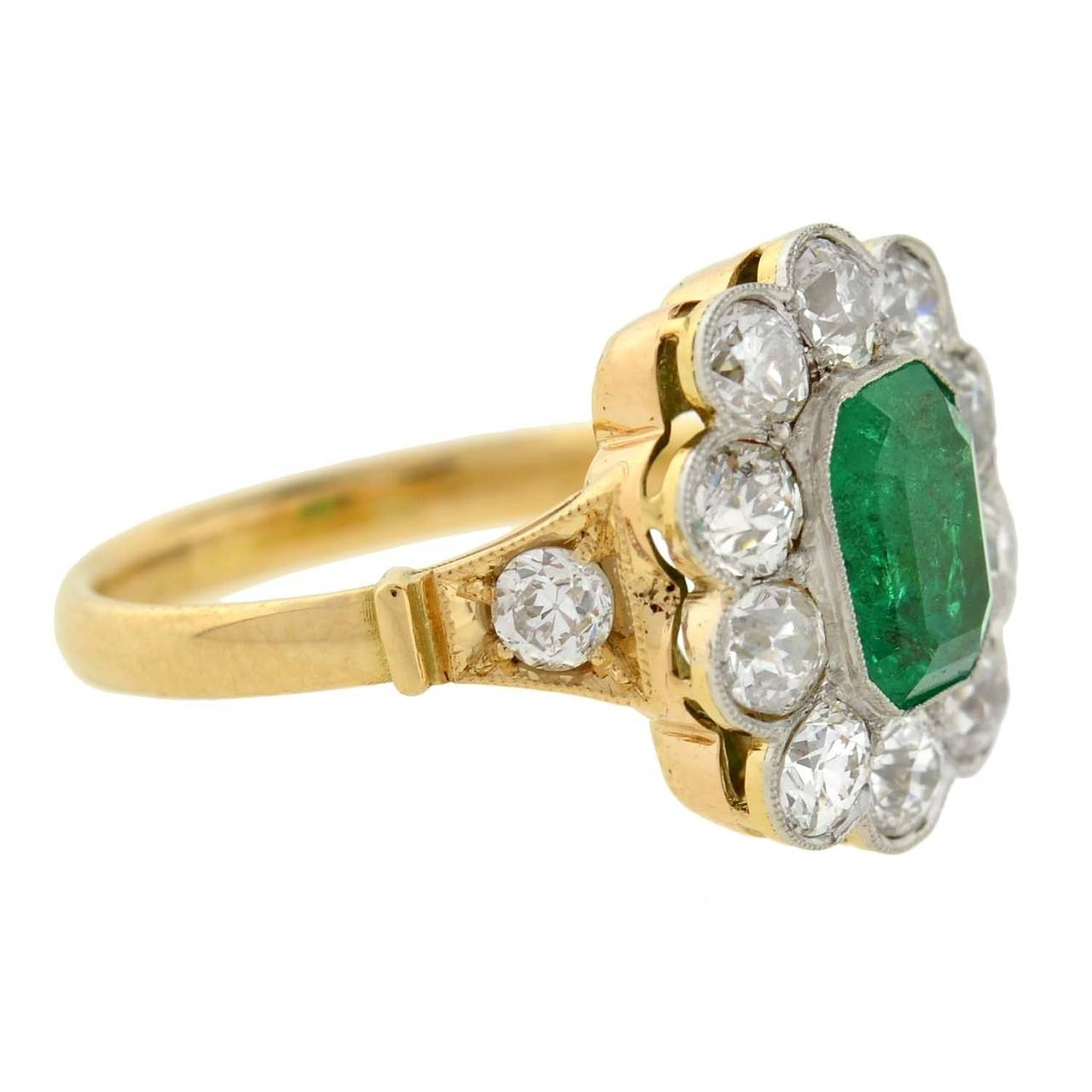 Looks - Diamond Emerald gold ring pictures video