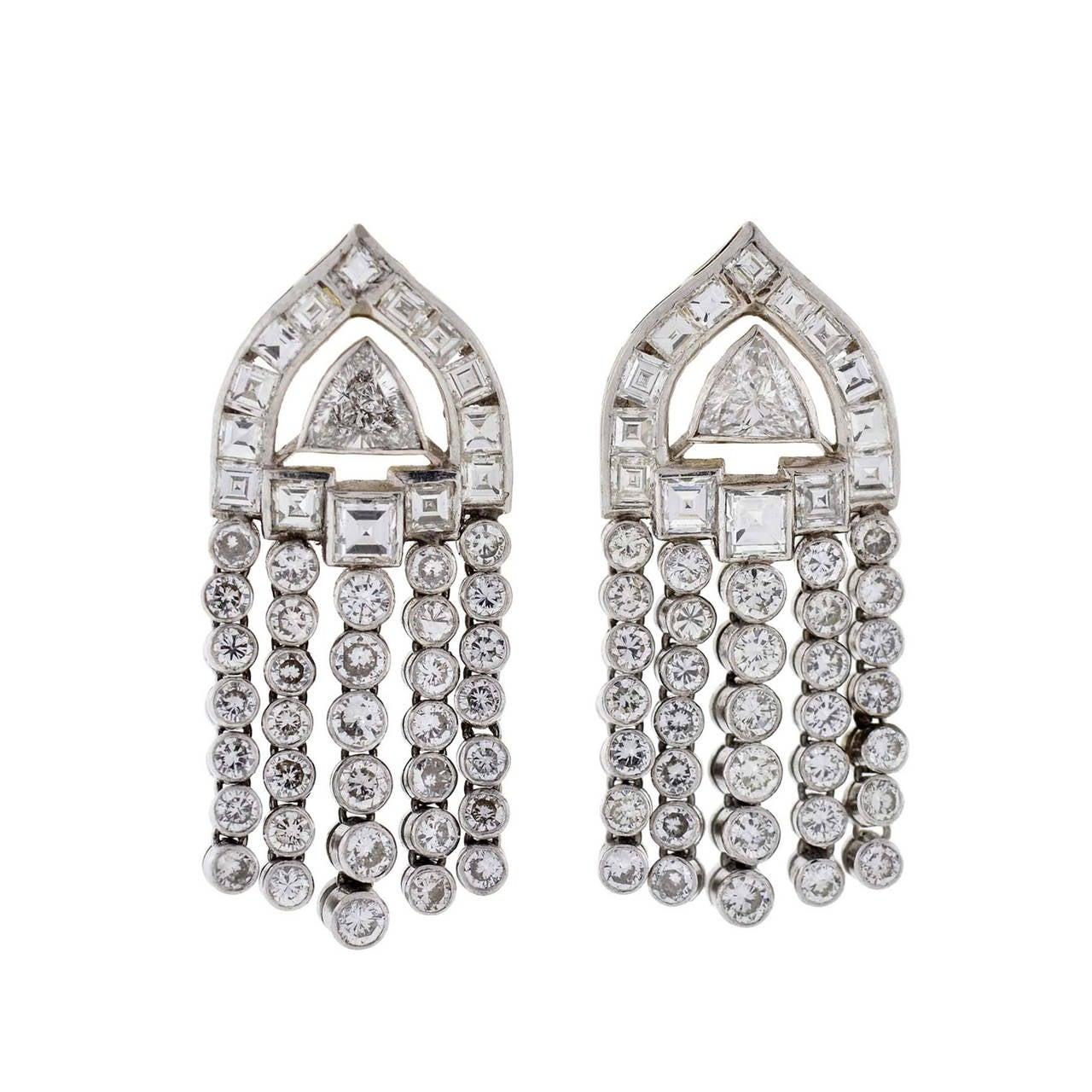 art deco diamond platinum dangle earrings for sale at 1stdibs. Black Bedroom Furniture Sets. Home Design Ideas
