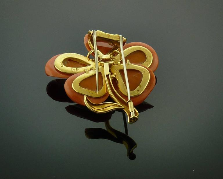Women's or Men's Van Cleef & Arpels Diamond Coral  Gold Brooch/Pin For Sale
