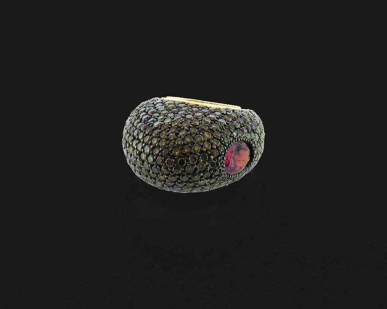 Champagne Diamonds Spinel 18 Karat Yellow Gold Ring In Excellent Condition For Sale In New York, NY
