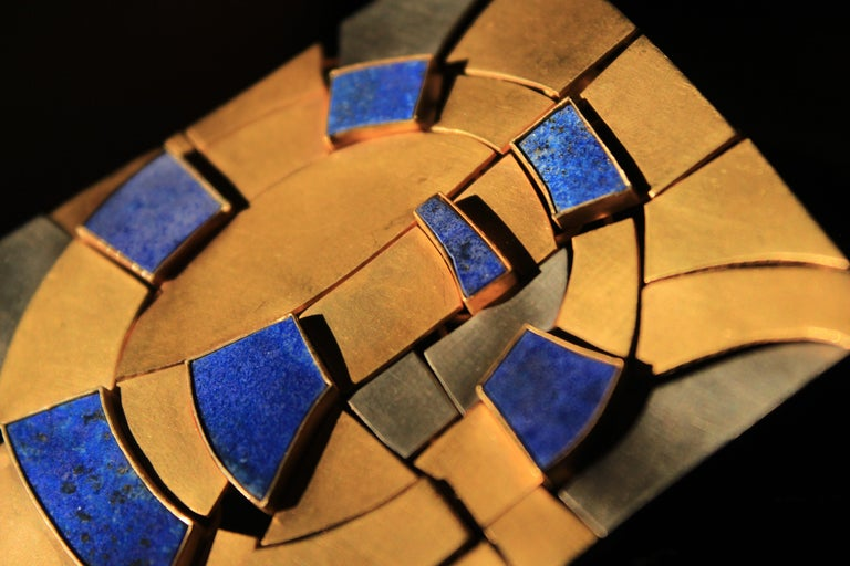 Modernist Gold and Lapis Lazuli Brooch Designed by Andre Lamy In Excellent Condition For Sale In Brussels, BE