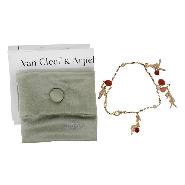 Women's Van Cleef & Arpels Coral Moonstone Gold Romance Bracelet For Sale