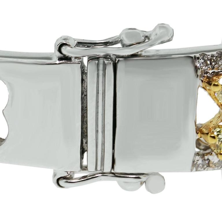 Fancy Yellow Diamond gold Bangle Bracelet In Excellent Condition For Sale In Boca Raton, FL