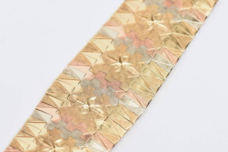 Vintage Tri-Color 18K Gold Diamond Patterned Cuff Bracelet In Excellent Condition For Sale In North Miami, FL