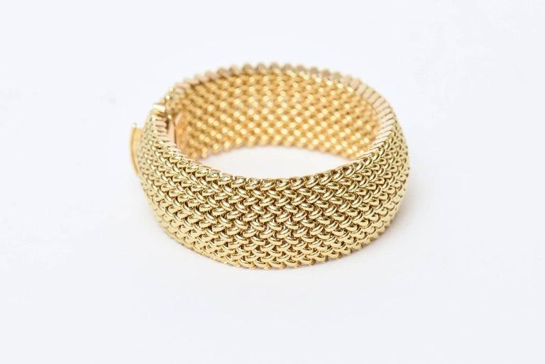 Modern Vintage Italian 14 Karat Gold Chevron Mesh Hallmarked Cuff Bracelet  For Sale