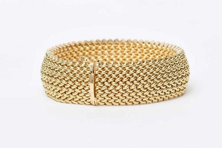 Vintage Italian 14 Karat Gold Chevron Mesh Hallmarked Cuff Bracelet  In Excellent Condition For Sale In North Miami, FL