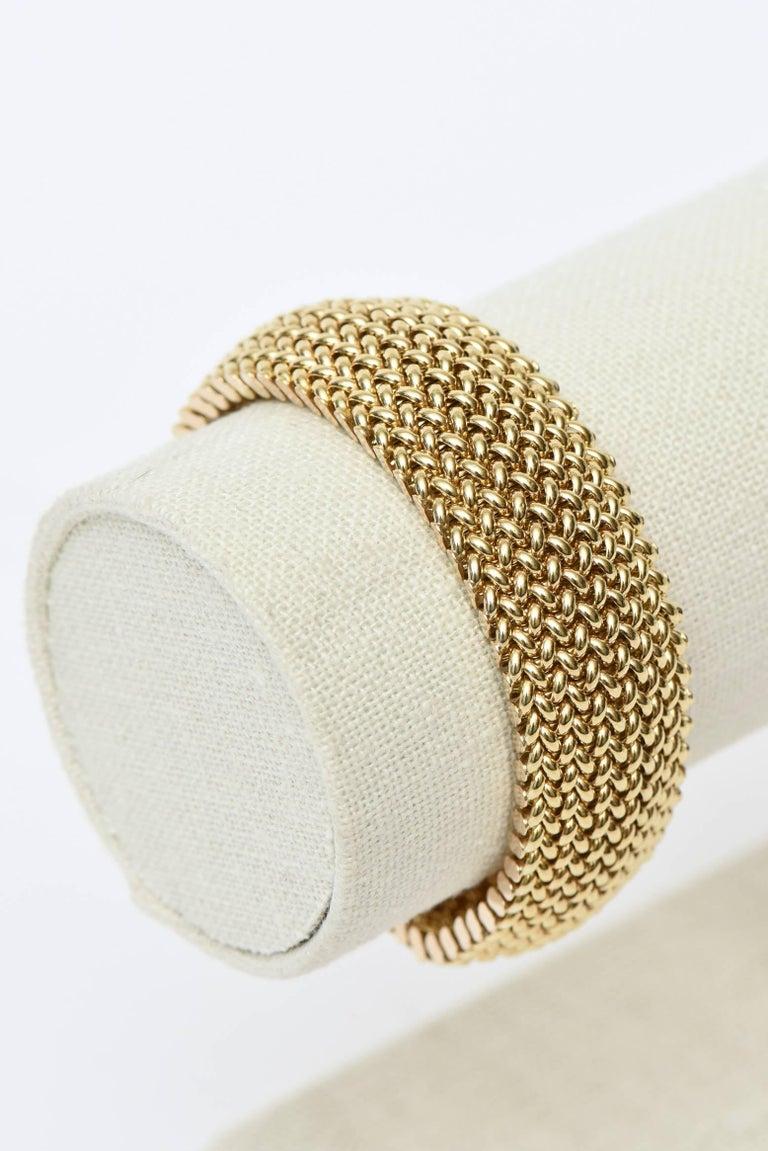 Vintage Italian 14 Karat Gold Chevron Mesh Hallmarked Cuff Bracelet  For Sale 3