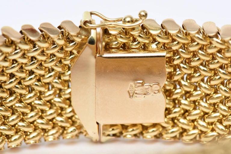 Vintage Italian 14 Karat Gold Chevron Mesh Hallmarked Cuff Bracelet  For Sale 2