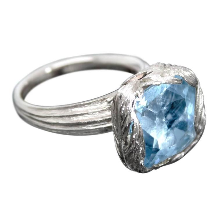 Aquamarine 18 Karat White Gold Feather Cocktail Ring For Sale