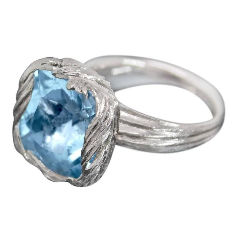 Aquamarine 18 Karat White Gold Feather Cocktail Ring In New Condition For Sale In London, GB