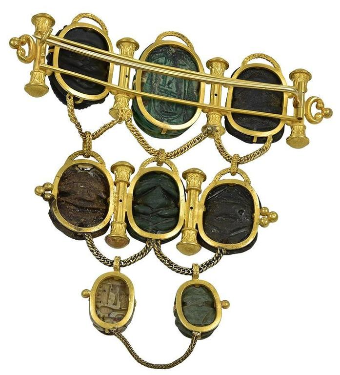 Dramatic Antique Gold and Scarab Mounted Brooch In Good Condition For Sale In London, GB