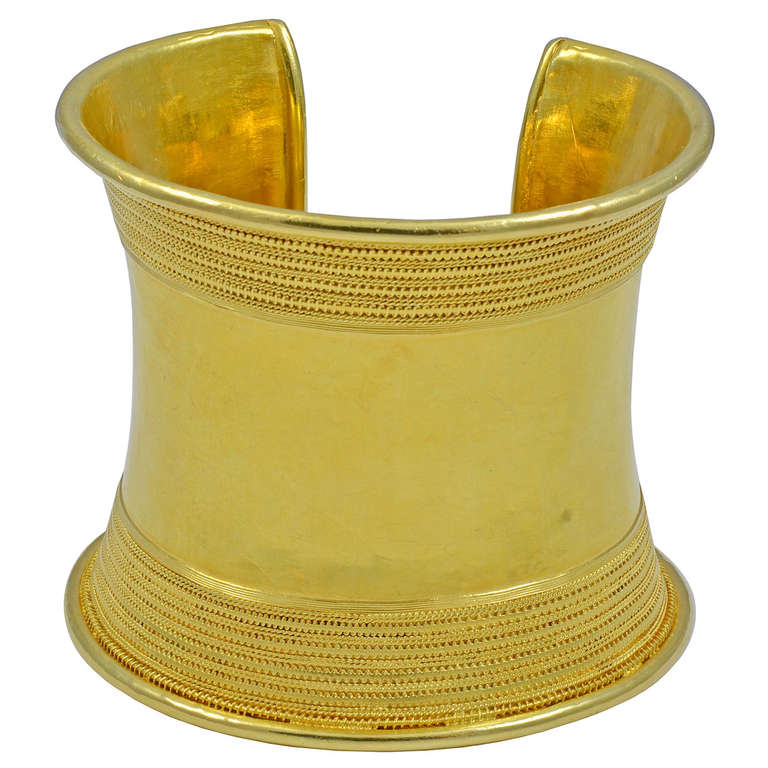 An Amazing Gold Bangle in Ancient Greek Revivalist Style 1