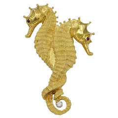 A Gold Double Seahorse Brooch