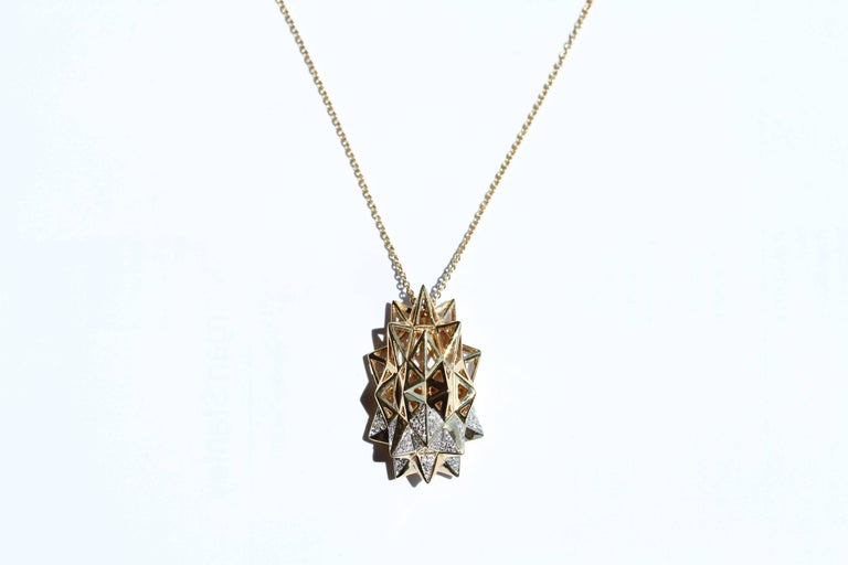 Stellated Diamond Gold Flatback Necklace In New Condition For Sale In New York, NY